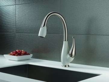Delta 9158-DST Fuse Pullout Spray Two-Tone Kitchen Faucet
